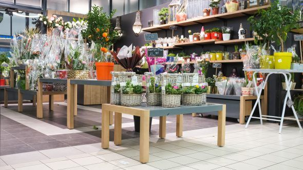 Tables d'appoints Someva dans le rayon fleuriste du Super U de Cavignac